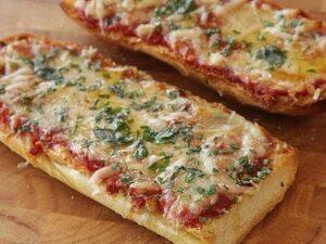 Pizza en canoas de pan